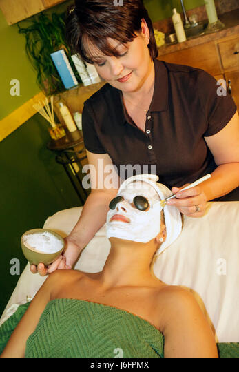 Tennessee Sevierville The Spa at Oak Haven woman women client esthetician technique relax hot stone facial creamy - Stock Image
