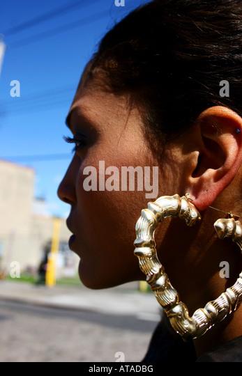 YOUNG WOMAN SIDE PROFILE PORTRAIT - Stock-Bilder