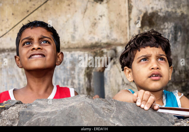 India Asian Mumbai Lower Parel boy girl looking up friends - Stock Image