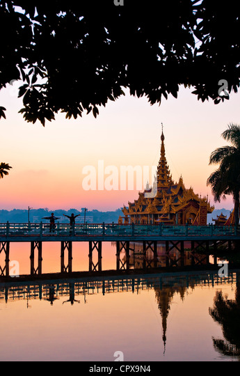 Myanmar (Burma), Mandalay Division, Mandalay, lake Kan daw Gwi, restaurant pagoda Pyi Gimom - Stock-Bilder