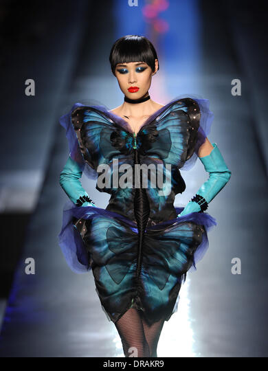 Paris, France. 22nd Jan, 2014. A model wears a creation by French designer Jean Paul Gaultier as part of his spring/summer - Stock-Bilder