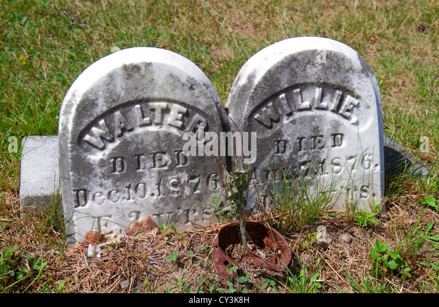 Maine South Portland Calvary Cemetery Roman Catholic Diocese of Portland religion grave twins infants tombstone - Stock Image