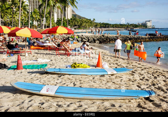 Hawaii Hawaiian Honolulu Waikiki Beach resort Kuhio Beach State Park Pacific Ocean rental surfboard rent families - Stock Image