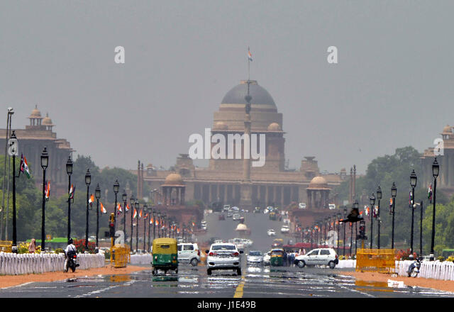 (170420) -- NEW DELHI, INDIA, April 20, 2017 (Xinhua) -- Mirage appears on the Rajpath over heated asphalt in New - Stock Image