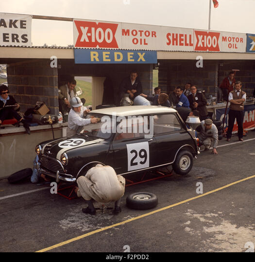 John Whitmore, Bill Blydenstein BMC Mini Cooper in the pits at The Motor 6 hrs, Brands Hatch, 6 October 1962 - Stock Image