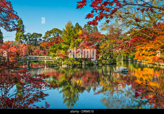Kyoto, Japan at the pond and bridge of Eikando Temple in the Autumn. - Stock Image