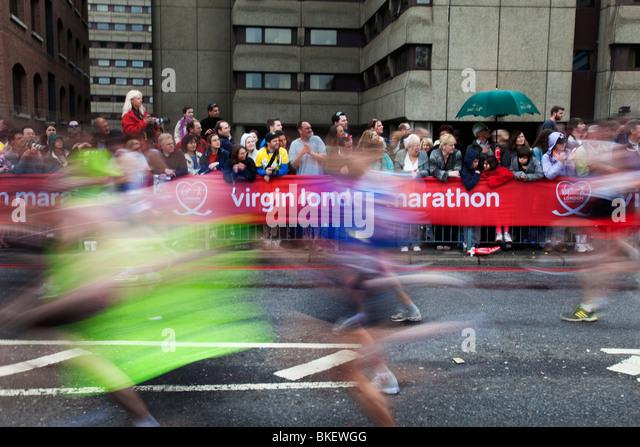 Runners in the 2010 Virgin London Marathon. - Stock Image