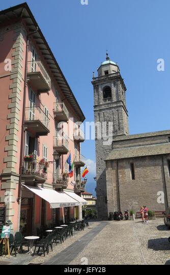 BELLAGIO, Lake Como, Italy.  The Basilica of San Giacomo in the Piazza.  Photo: Tony Gale - Stock-Bilder