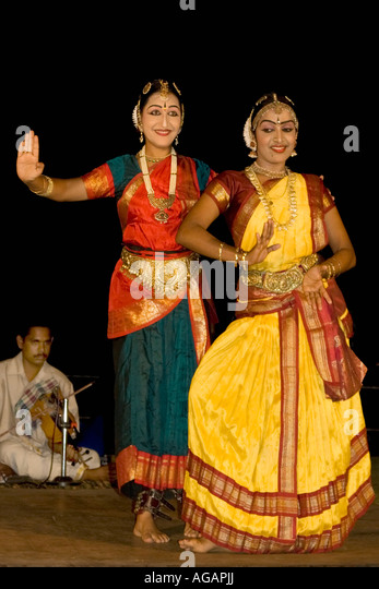 India Kerala Kumarakom backwaters Taj Garden Retreat Hotel dance performance - Stock Image