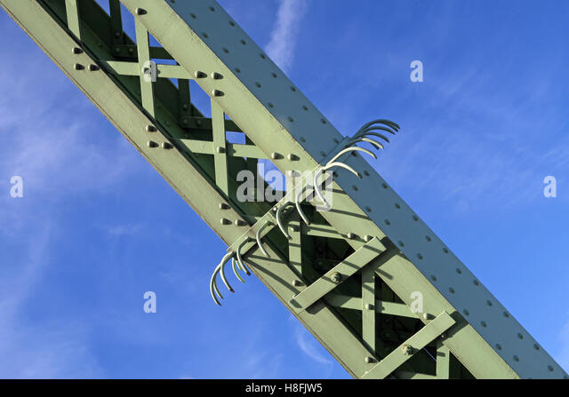 Anti-climb hooks, Runcorn to Widnes Silver Jubilee road bridge, A533, Halton, Cheshire, England, UK - Stock Image