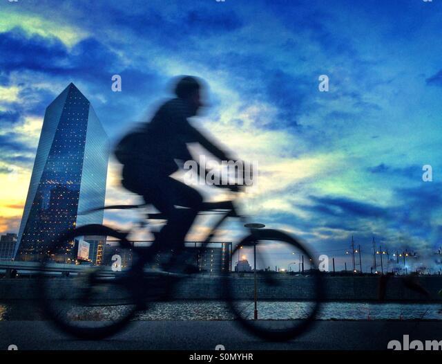 Biker on Schuylkill River Trail, Philadelphia, Pennsylvania - Stock Image