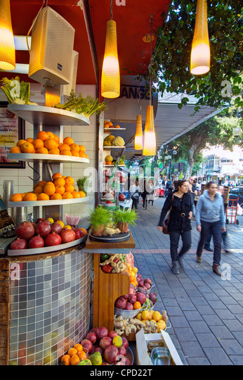 Fresh juice stall in Dizengoff street in the centre of town, Tel Aviv, Israel, Middle East - Stock Image