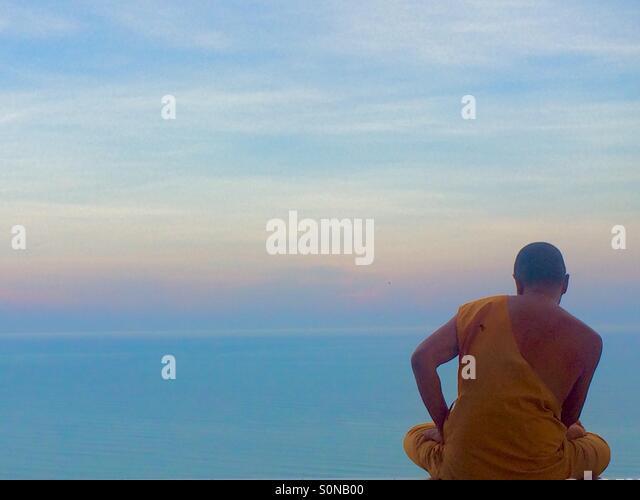 Monk at sunset in Thailand - Stock-Bilder