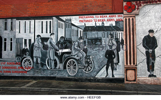 Belfast Unionist, Loyalist Mural- Preparing to bear arms 1914, prepared to bear arms 2004 - Stock Image