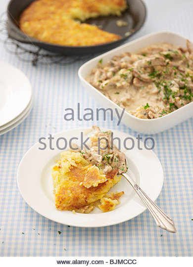 Geschnetzeltes (Swiss meat dish) with rösti - Stock Image
