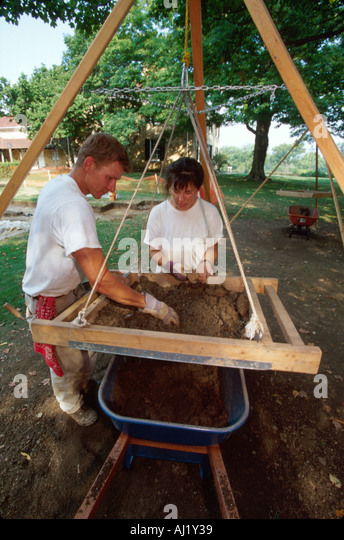 Ohio Chillicothe Adena Mansion archeologists use screen to locate artifacts while excavating - Stock Image