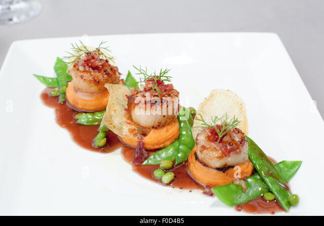 Scallops Fine Dining Stock Photos & Scallops Fine Dining Stock Images ...