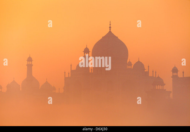 Taj Mahal at dusk skyline (northern view of Taj Mahal), Agra, Uttar Pradesh, India - Stock Image