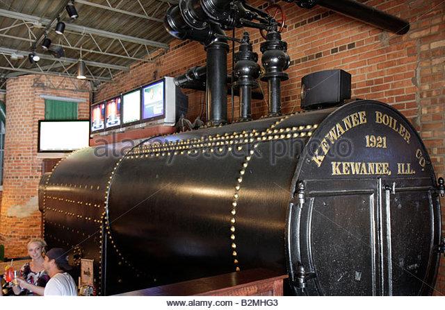 Indiana Chesterton Hooligans Pub and Grub Nightclub restaurant bar former china factory Kewanee boiler 1921 steam - Stock Image