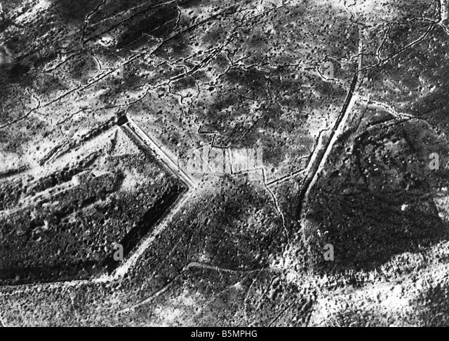 9 1916 10 24 A1 2 E Douaumont after recapture 1916 World War 1 1914 18 Western Front Battle of Verdun 1916 Aerial - Stock-Bilder