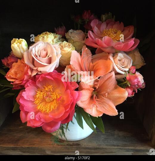 Flowers arranged in a vase - Stock-Bilder