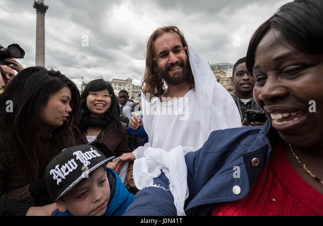London, UK. 14th April, 2017. James Burke-Dunsmore as Jesus with audience members after the open-air performance - Stock Image