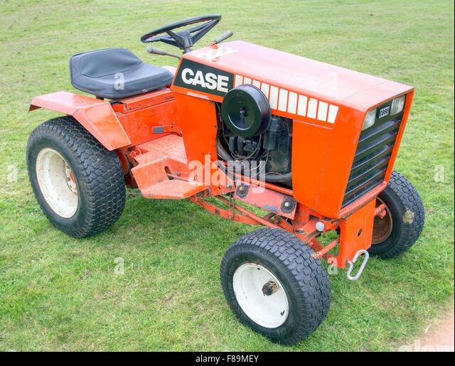 case garden tractor. J.I. Case 222 Garden Tractor. Outdoors. Vintage.1969 - 1988 200 Series. Tractor