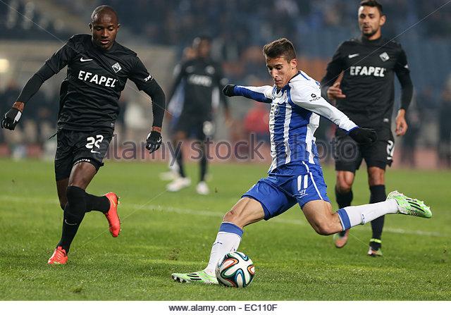 PORTUGAL, Coimbra: Porto's Spanish forward Cristian Tello (R) and Academica's defender Christopher Oualembo - Stock Image