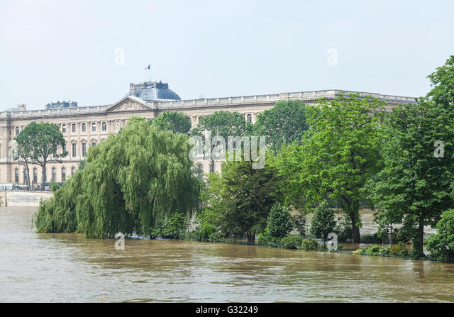 Paris, France. 06th June, 2016. Flood decrease, decrue de la Seine, square du vert galant, Louvre,Paris, 06/06/2016 - Stock Image