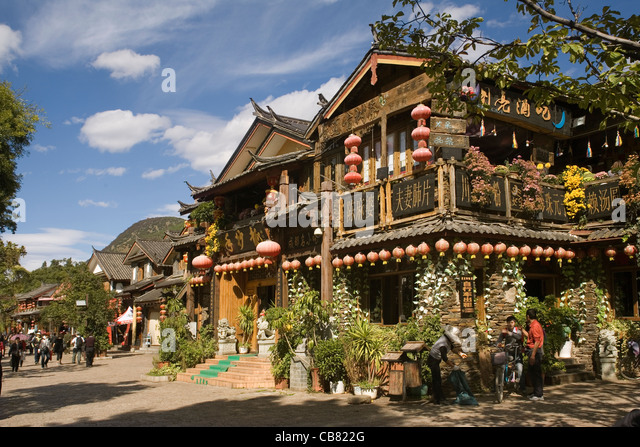 China Yunnan Lijiang, shops & restaurants - Stock-Bilder