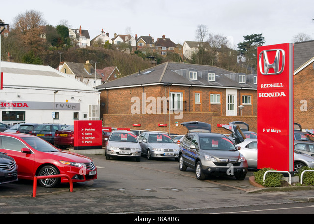 Forecourt signs stock photos forecourt signs stock for Garage honda poitiers