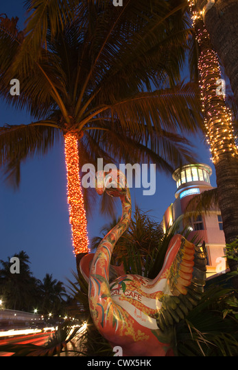 FLAMINGO SCULPTURE OCEAN DRIVE SOUTH BEACH MIAMI BEACH FLORIDA USA - Stock Image
