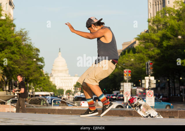 Skateboarder on Pennsylvania Avenue DC - Stock Image