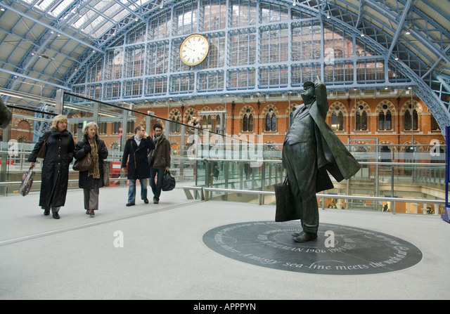 The statue of Benjamin Britten on the upper level of St pancras Station in London - Stock Image