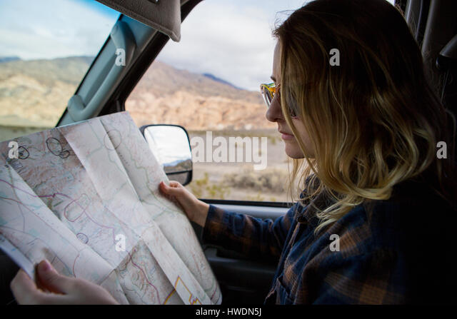 Woman reading map in car, Death Valley National Park, California, US - Stock-Bilder