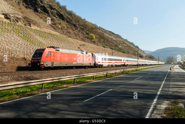 Intercity train near Boppard, Upper Middle Rhine Valley, UNESCO World Heritage Site, Rhineland-Palatinate - Stock-Bilder
