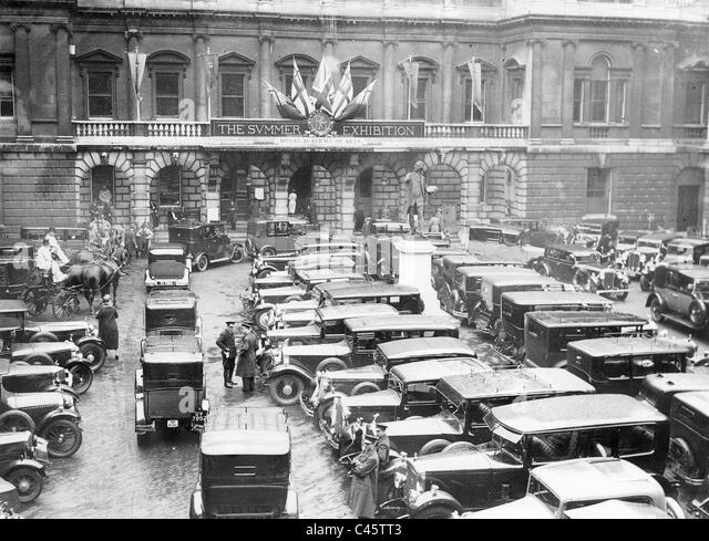 Parking lot of the Royal Academy of Arts in London, 1934 - Stock-Bilder