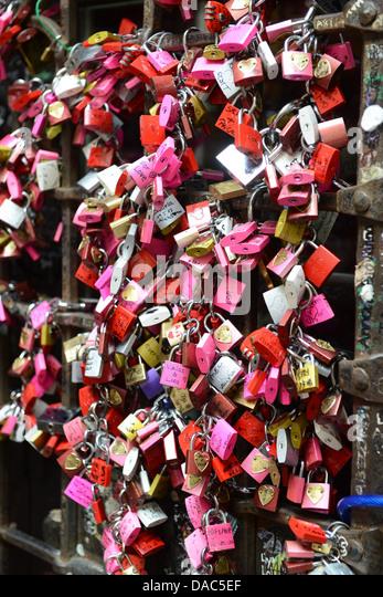 Love locks at Juliet's house Verona Italy - Stock-Bilder