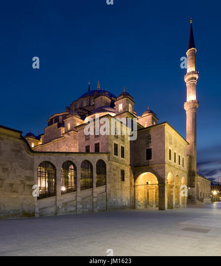 Night shot of Fatih Mosque, an an Ottoman imperial mosque located on Fatih district of Istanbul, Turkey - Stock Image