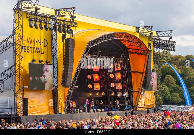 Remenham Henley-on-Thames Oxfordshire UK. 17 August 2014. Singer BOB GELDOF Lead Singer of The Boomtown Rats perform - Stock Image