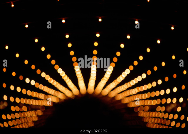 AN ARC OF RECEDING LIGHTS IN THE CEILING OF A HOTEL LOBBY VIEWED FROM ABOVE, CANOGA PARK, CALIFORNIA - Stock Image