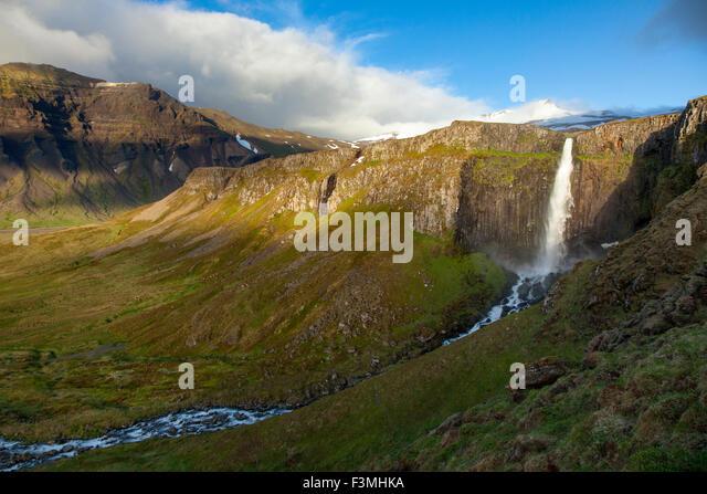 Mountain waterfall near Grundarfjordur, Snaefellsnes Peninsula, Vesturland, Iceland. - Stock-Bilder