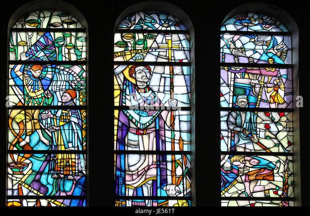 Stained Glass Window in Roman Catholic Church, den Burg, Texel - Stock-Bilder
