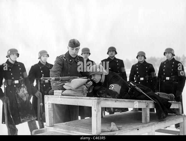 Shooting practice of the SS, 1940 - Stock-Bilder