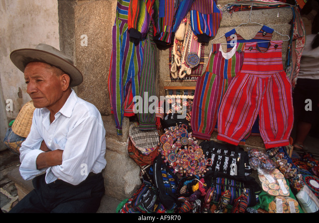 Guatemala La Antigua Cuarte Calle Oriente colonial capitol until earthquake handicraft vendor - Stock Image