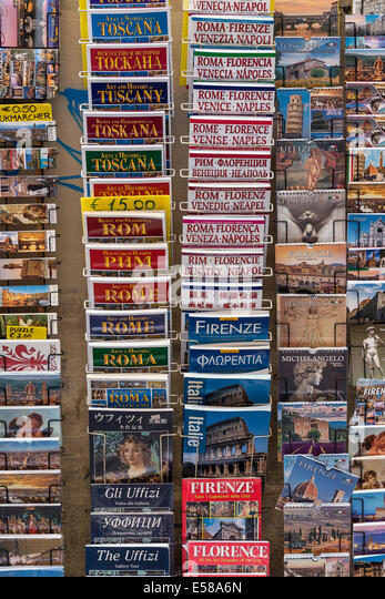 Variety of tourist travel guide books for Italian destinations. - Stock-Bilder