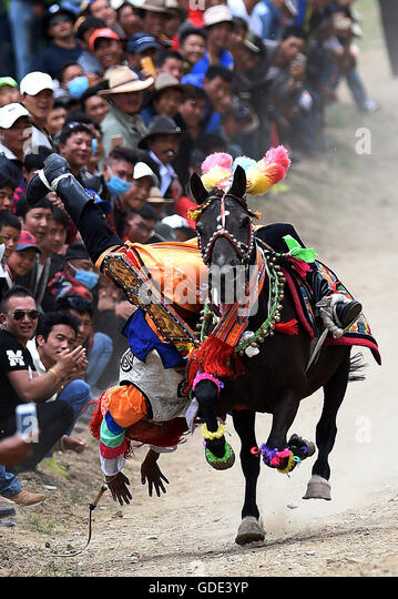 Lhasa, China's Tibet Autonomous Region. 16th July, 2016. A man of the Tibetan ethnic group performs equestrian - Stock Image