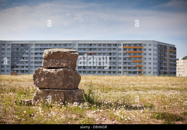 Stacked stones in front of prefabricated buildings, Jena, Thuringia, Germany - Stock-Bilder