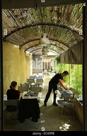 Cafe aix en provence france terrace stock photos cafe for Jardin mazarin