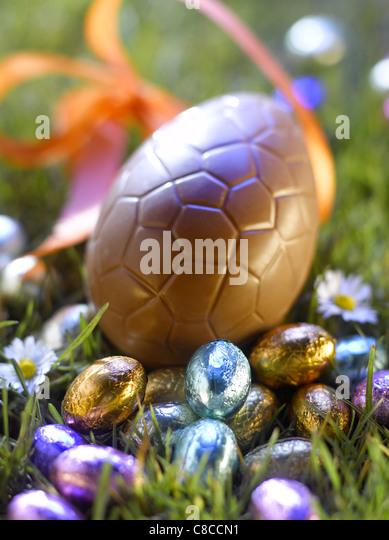 Easter eggs in the garden - Stock-Bilder